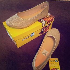 Girls dress shoes, flats color Gold size 1.5
